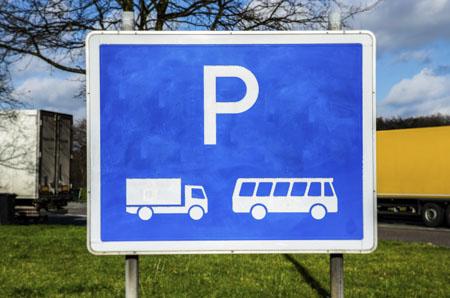 Obowiązkowe przerwy w prowadzeniu pojazdu a drogowa infrastruktura towarzysząca