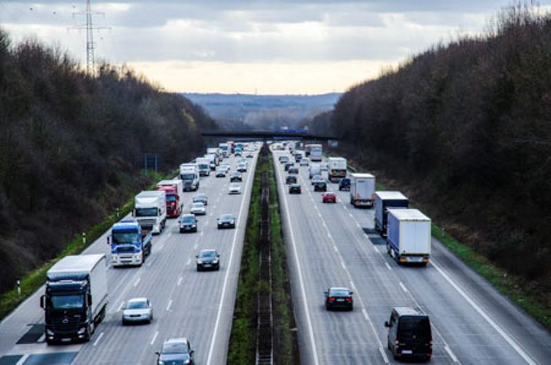 Co muszą wiedzieć kierowcy samochodów ciężarowych o obsłudze dostaw i odbioru kontenerów w Niemczech?